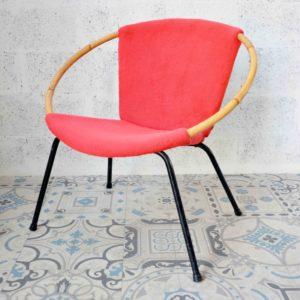 fauteuil rotin rouge et tissu pieds metallique