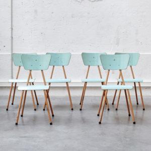 Chaise d'école vintage bleue