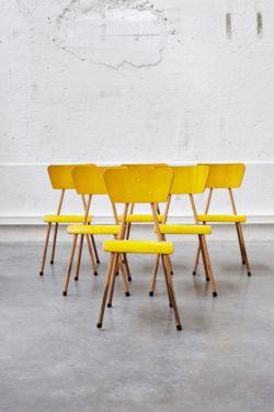 chaise d'école vintage jaune