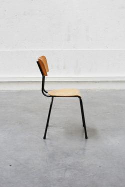 Chaise d'école vintage