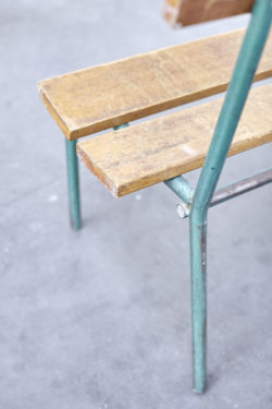 banc d'école vintage,pieds compas, mobilier scandinave, chaise bertoia, fauteuil vintage lampadaire vintage, commode vintage