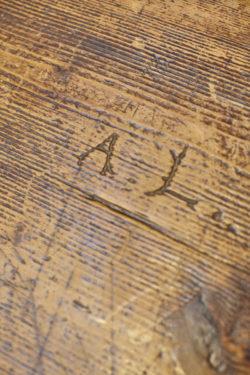 Ecritoire ancien enfilade vintage pieds compas commode pieds compas coiffeuse vintage tapiovaara chaise bertoia knoll lampadaire vintage bureau scandinave étagère string