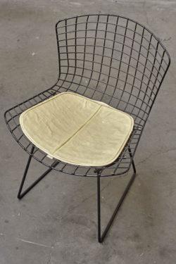 chaise bertoia knoll rocking chair banquette en rotin fauteuil en rotin table de ferme table vintage table blanche pieds compas meuble vintage fauteuil scandinave lampe industrielle commode vintage commode pieds compas