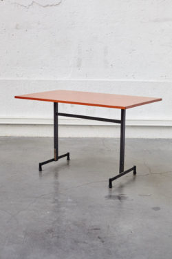 Table orange industrielle vintage pieds compas mobilier scandinave