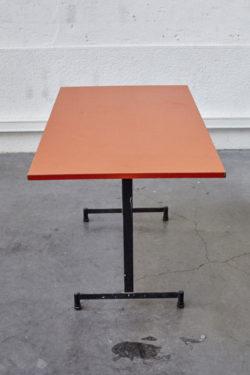Table orange industrielle vintage pieds compas mobilier scandinave