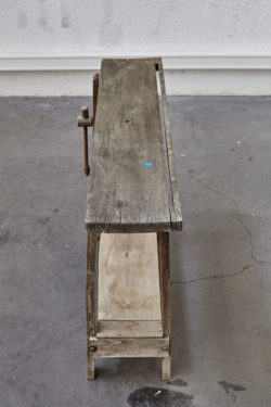 établi rustique en bois mobilier vintage pieds compas scandinave
