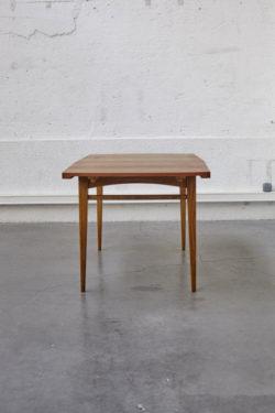 Table scandinave mobilier vintage pieds compas