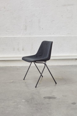 chaise polypro Robin Day mobilier vintage scandinave