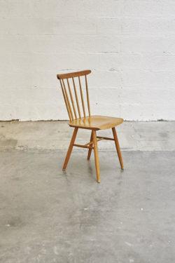 rocking chair en rotin rocking chair tapiovaara étagère vintage fauteuil scandinave lampadaire opaline lampadaire vintage fauteuil cocktail chaises scandinave chaise en rotin fauteuil corbeille banquette en rotin chaise à barreaux