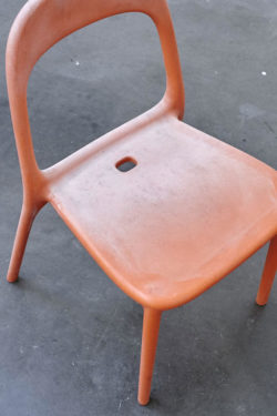 Chaise de jardin rouge vintage plastique ikea design scandinave