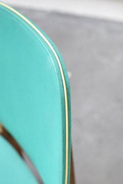 Chaise colorée scandinave verte mobilier vintage pieds compas décoration