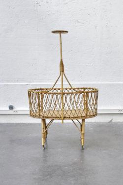 lit berceau rotin vintage pieds compas mobilier scandinave
