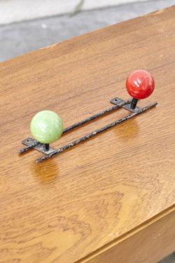 porte manteaux bicolore patère boule décoration vintage mobilier pieds compas