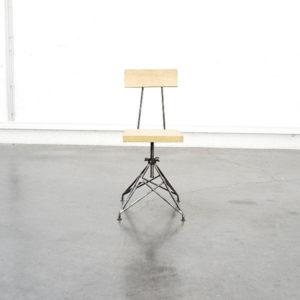 chaise industrielle chaise vintage chaise pieds compas commode pieds compas table de ferme table scandinave rotin fauteuil en rotin chaise en rotin desserte en rotin lampadaire scandinave lampadaire vintage