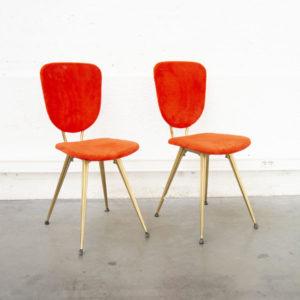 Chaise vintage rouge seventies mobilier pieds compas design scandinave enfilade fauteuil en rotin