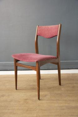 chaise bois et bordeaux vintage boutique pieds compas