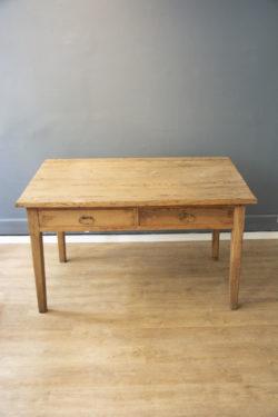 TABLE DE FERME, COMMODE VINTAGE, COMMODE PIEDS COMPAS, LAMPADAIRE VINTAGE, rotin, fauteuil en rotin, table scandinave, chaise scandinave, chevets vintage