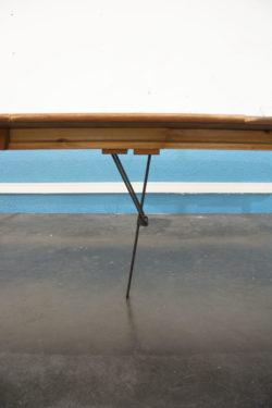 desserte vintage, banquette en rotin, fauteuil rotin, tapis vintage, lampadaire vintage, fauteuil scandinave, table de ferme, table en teck, enfilade, commode pieds compas