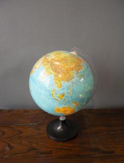 globe lumineux déco mobilier pieds compas vintage brocante enfilade scandinave table bistrot chaise d'école commode fauteuil vintage