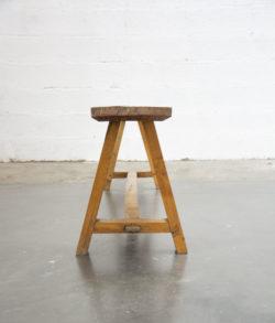 chaise vintage,chaise Ton, tapiovaara,rotin,canapé rotin,enfilade, table de ferme,lampadaire vintage, fauteuil scandinave, canapé vintage, chaise bistrot, commode vintage, chevet, bout de canapé, table vintage, table de ferme, chaise d'école vintage,banc en bois