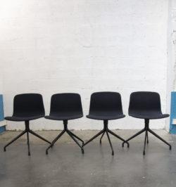 chaise vintage,chaise Ton, tapiovaara,rotin,canapé rotin,enfilade, table de ferme,lampadaire vintage, fauteuil scandinave, canapé vintage, chaise bistrot, commode vintage, chevet, bout de canapé, table vintage, table de ferme, chaise d'école vintage