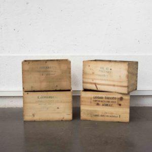 Caisse ancienne vintage mobilier pieds compas brocante Lyon enfilade scandinave table bistrot chaise d'école commode décor décoration miroir