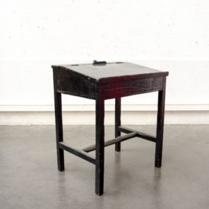 écritoire noir pieds compas mobilier vintage enfilade scandinave table bistrot chaise d'école fauteuil en rotin