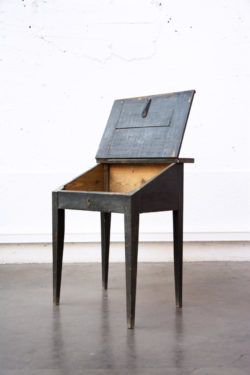 secrétaire ancien mobilier vintage pieds compas enfilade scandinave brocante table bistro chaise d'école