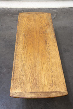 Table basse G plan mobilier vintage pieds compas brocante chaise d'école fauteuil en rotin enfilade scandinave table bistrot