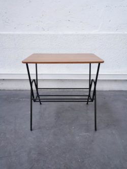 chaise de piano, enfilade,table de ferme, table de campagne, armoire parisienne, chaise bistrot, table bistrot, commode pieds compas, rotin, chaise en rotin, canapé en rotin, fauteuil en rotin, commode années 50, bibliothèque scandinave, string