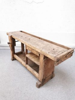Etabli ancien, enfilade, console vintage, bureau vintage, rotin, armoire en rotin, fauteuil en rotin, table de ferme, table baumann, table en palissandre, mobilier scandinave