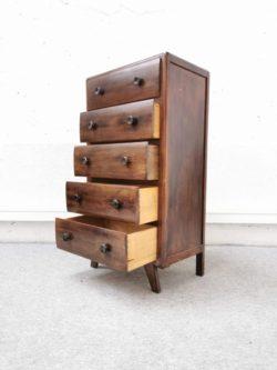 tolix, chaises de jardin vintage, chiffonnier, commode pieds compas, armoire vintage, enfilade, table de ferme, rotin