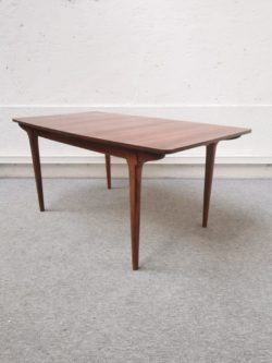 table en palissandre, table à manger vintage,enfilade, commode vintage,fauteuil vintage, table de ferme , table bistrot, rotin, fauteuil rotin