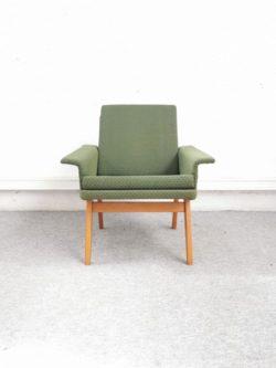 fauteuil vintage tcheque , rotin, fauteuil en rotin, enfilade, table de campagne, chevet vintage, chaise tapiovaara