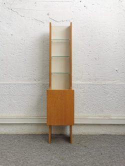fauteuil vintage tchèque, rotin, enfilade, table de campagne, table de ferme, fauteuil en rotin