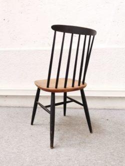 chaise tapiovaara, ilmari tapiovaara, rotin, fauteuil en rotin, enfilade anglaise, table de ferme, commode vintage, mobilier vintage
