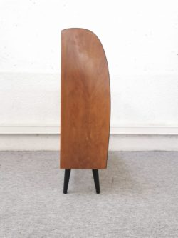 fauteuil vintage, chaises vintage, table de ferme, enfilade, rotin, banquette en rotin, fauteuil en rotin, table vintage, lampadaire vintage