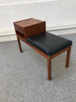telephone seat, enfilade anglaises, enfilades vintage, table ercol, rocj-king chair vintage, rotin, fauteuil rotin, bibliothèque vintage, table en teck, commode vintage