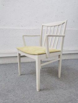 porte manteau vintage, chaise en rotin, rotin vintage, enfilade, dame jeanne, fauteuil, canapé vintage, table de ferme