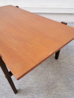 Table basse vintage, fauteuil en rotin, rotin, lampadaire vintage, table de ferme, chaureau vintage, enfilade, commode vintageise bistrot, b