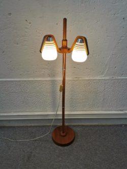 lampadaire vintage, enfilade, buffet de campagne, table de ferme, rotin, fauteuil vintage