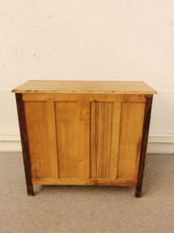 fauteuil pays de l'est, fauteuil vintage, enfilade, rotin, table de ferme, meuble de rangement vintage