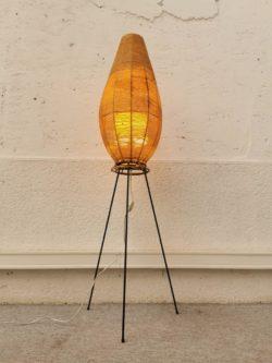 lampadaire vintage, enfilade, table de ferme, fauteuil vintage, bureau vintage, rotin vintage